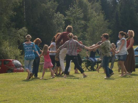 "Laulumäng ""Mu isamaa armas"". V suvekool Tamme talus, 16.08.2012."